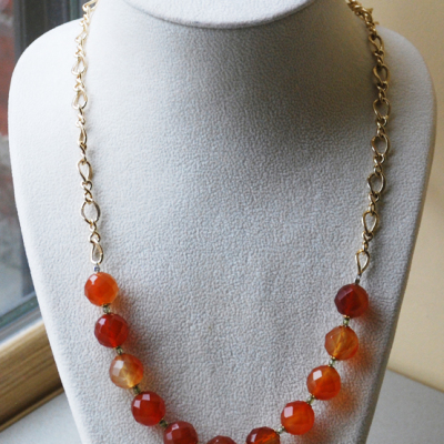 Intermediate Necklace with Carnelian and Gold Chain
